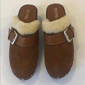 Comfortable MICHAEL KORS brown suede leather mules
